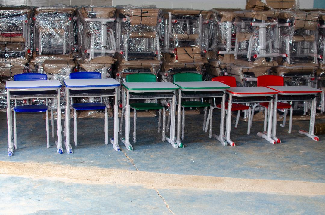 Imagem Após 19 anos, Prefeitura de Piripá adquire 552 novas carteiras e cadeiras escolares; investimento de R$ 125 mil na Rede Municipal de Ensino